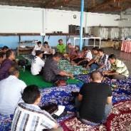 エコシュリンプ生産者が、インドネシアの仲間たちに日本での交流会の様子を報告しました。