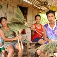 【バナナニュース242号】伝統的な箒が作られている村、カンルソン