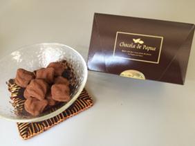 チョコラ デ パプア・生チョコレート・トリュフ 生クリーム仕上げのなめらかさにラム酒が香る大人のチョコです。