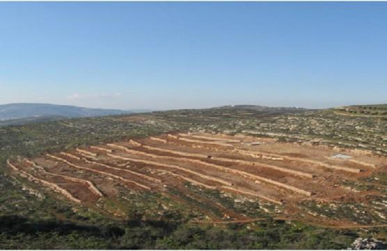 農地開墾はUAWCプログラムの一つ