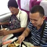 バナナ生産者交流会 昼食は電車
