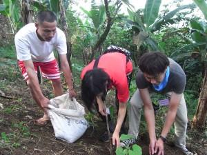 日本からの訪問者とカボチャの植えつけ