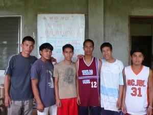 KFRC研修生たちと。左から2番目がジョナン