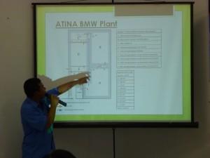 ATINA-BMWプラントを説明するアントックさん