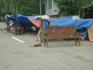 マヤナ地域の路上避難所