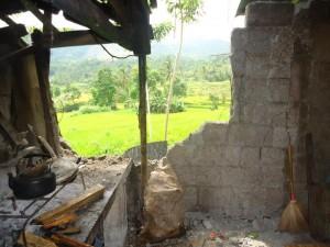 マヤナ地域のバランゴンバナナ生産者家屋の崩壊