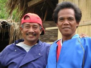 ジェイムスさん(左)と先住民族酋長のアラスさん
