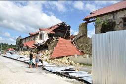 歴史的な建物が崩壊