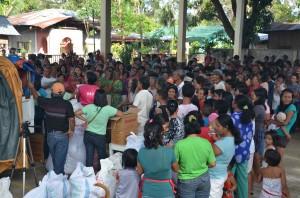 カディス・チェンバリイ村 では607人に救援物資を届けました。