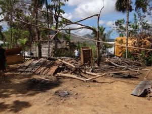 壊れた家屋(バラサン町サルヴァション村)