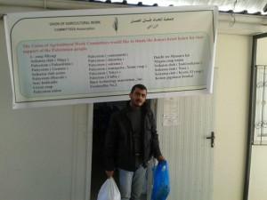 支援物資配付会場には、日本の支援団体名が貼り出されました。