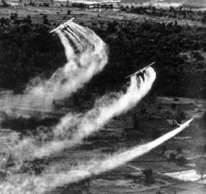 ベトナム戦争での枯れ葉剤散布