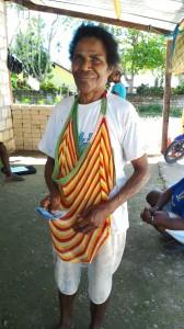 「今日は20万ルピア貯金するわ」と嬉しそうなヨシナさん(ワロンバイム村)
