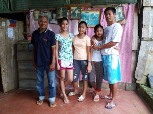アーニエルさんと家族