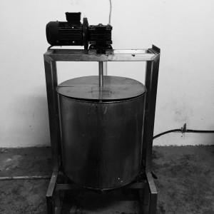 ブラムさん作の石けん作の石けん製造機