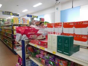 地元スーパーの店頭に並ぶパラダイスパプア