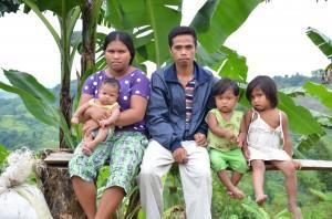 レイクセブのバランゴンバナナ生産者の家族