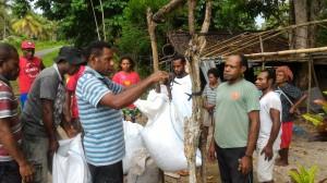 生産者が収穫したカカオの計量(スナ村)