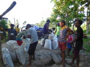 スナ村でのカカオ買い付けの様子