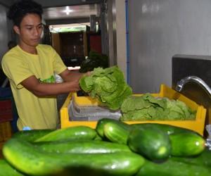 フィリピンの若者たちが働く配送の現場